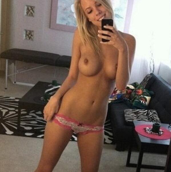 Belle-fille-classe-et-sexy-a-la-fois-de-25-ans
